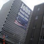 Pittsburg, 2009, Κτίριο του Συνδέσμου Εργαζομένων στη βιομηχανία Χάλυβα με διαφήμιση για Πράσινες Θέσεις Εργασίας