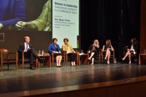 """Η συζήτηση μετά το τέλος των ομιλιών του πάνελ """"Women in Leadership - Overcoming obstacles in a challenging region"""", υπό το συντονισμό της Δημοσιογράφου και Opinion Editor της Hürriyet Daily News, κας Barçın Yinanç."""